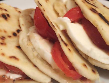 The Food Cocoon - Piada Easy Mozzarella Ciliegini